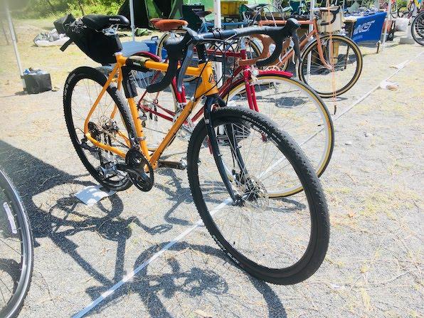 未舗装道でグラベルバイクを試乗できる