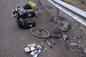 ロードバイクやクロスバイクのパンク修理を解説します。もうパンクはこわくない!