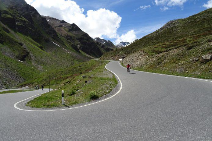 1番の特徴は山岳ステージや急勾配が多い