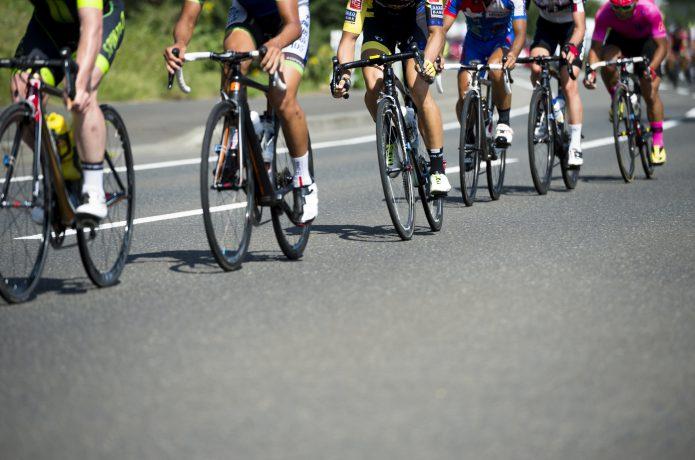 ロードバイクレースの画像