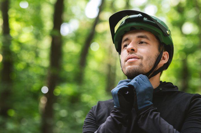 自転車に乗る時に、サイクルグローブつけていますか?