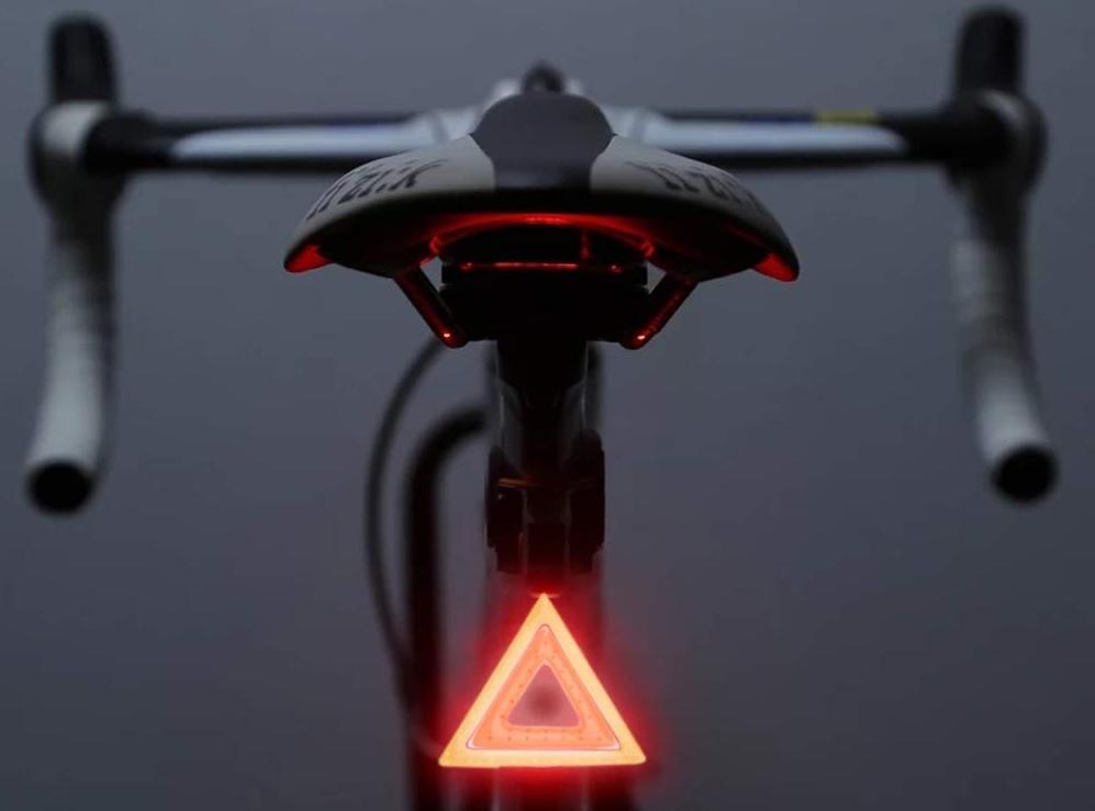 赤色のライトを選ぶ