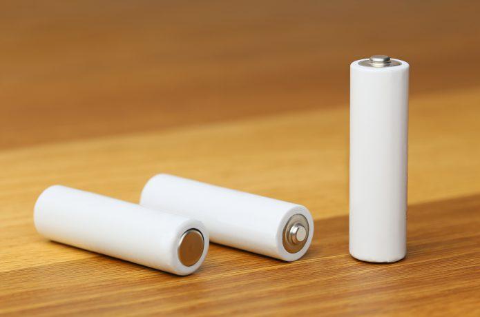 万能な使い勝手の乾電池式