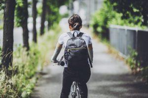 【集まれ人気ブランド】自転車に乗る時のリュックおすすめ12選