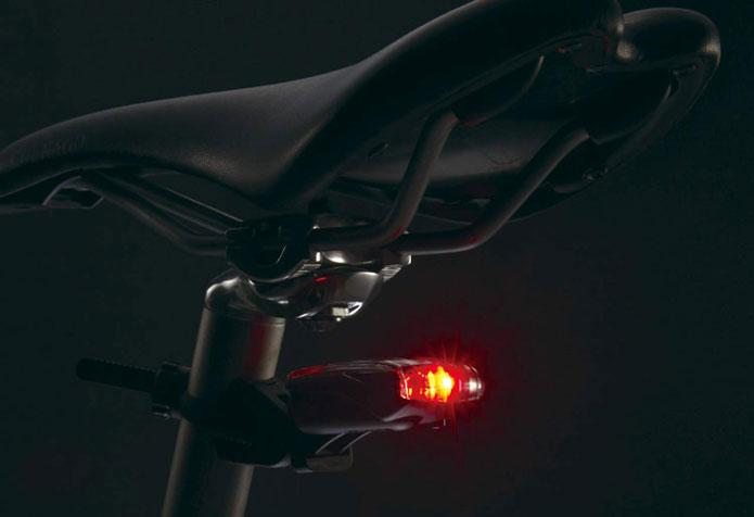 自転車の必須アイテム「テールライト」
