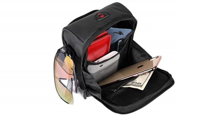 フロントバッグの中身に何を入れるかわかる画像