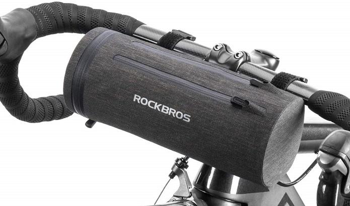 ROCKBROSのコンパクトサイズのフロントバッグ