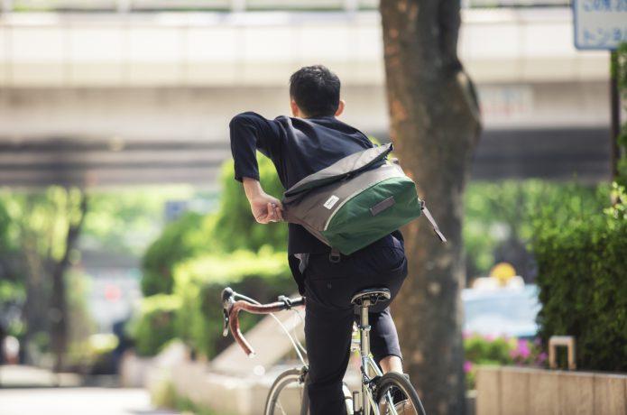 自転車発祥の人気アイテム「メッセンジャーバッグ」