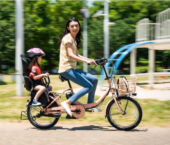 女性でもスイスイ進む、電動アシスト自転車