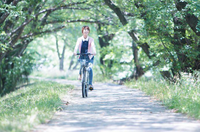 カゴをつけて、クロスバイクを快適に。