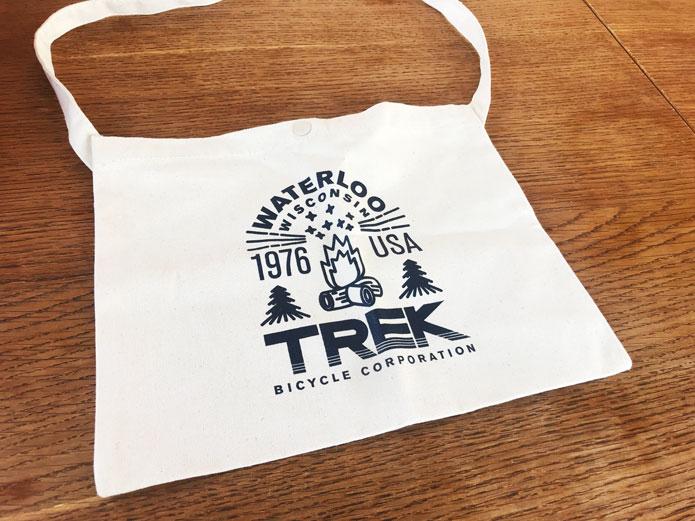自転車レース発祥の可愛いバッグ「サコッシュ」
