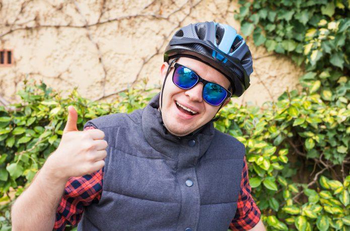 ロードバイクに乗るならサングラスを!