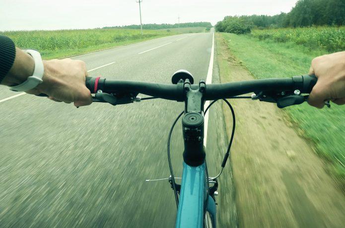 乗り心地も見た目も変わる、クロスバイクのグリップ。