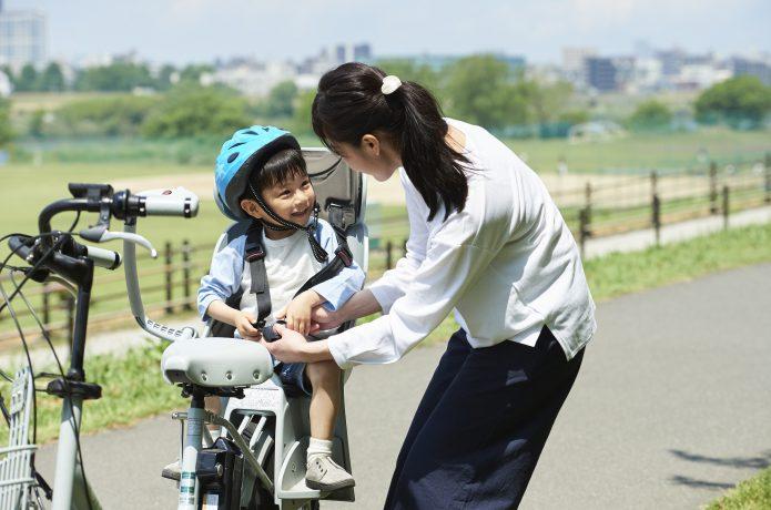 ママやパパの自転車に乗る時