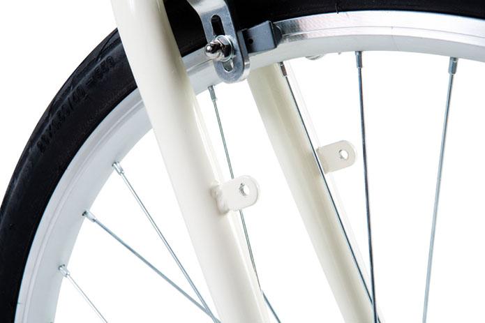 フロントフォークは振動吸収性と耐久性を考慮してスチール製フロントフォークを採用しています。