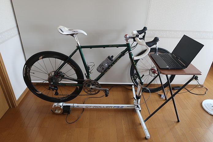 スマートトレーナーに設置したロードバイク