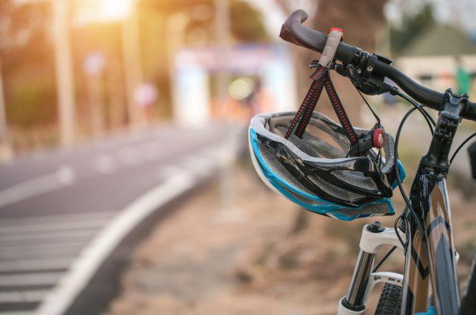そもそもクロスバイクにヘルメットは必要?