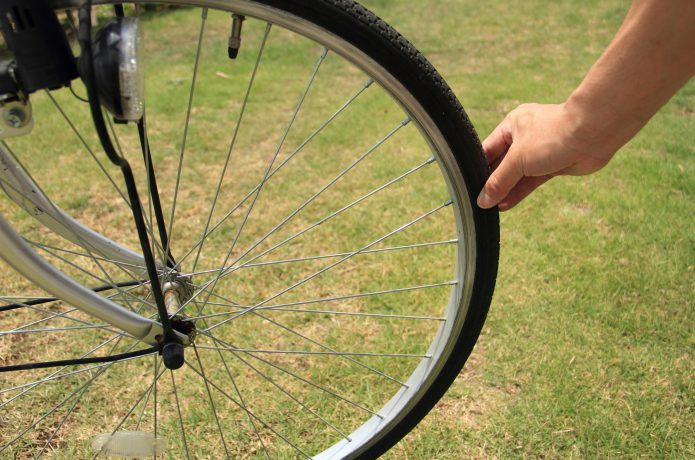 自転車のタイヤの空気圧、大事ですよ