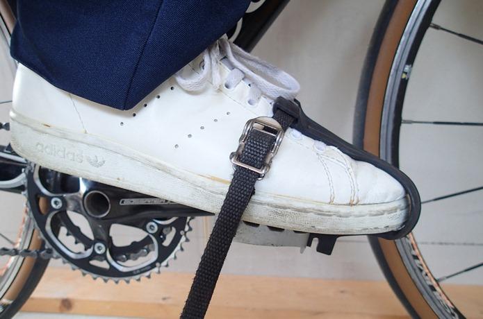 ペダルを自転車に取付け、使いたいシューズで試着する