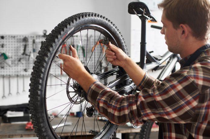 メンテナンススタンドで自転車を整備!