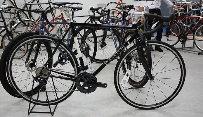 正規販売店でラレーのロードバイクを見てみよう!