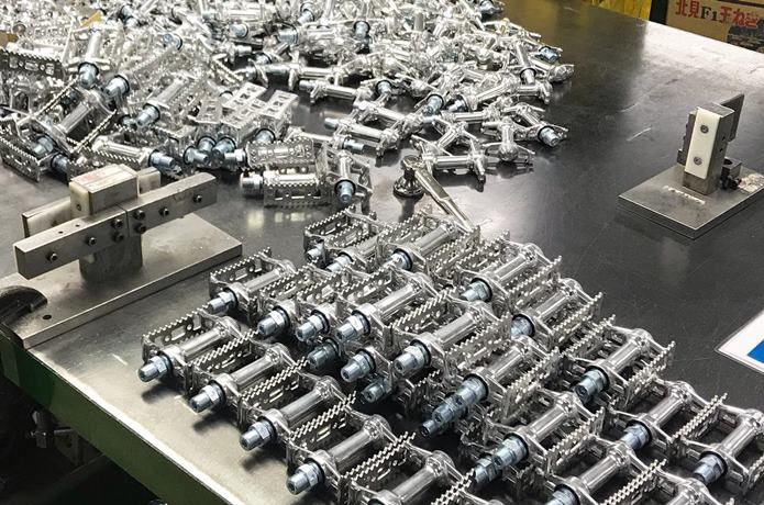 国内工場で生まれる、滑らかなペダル