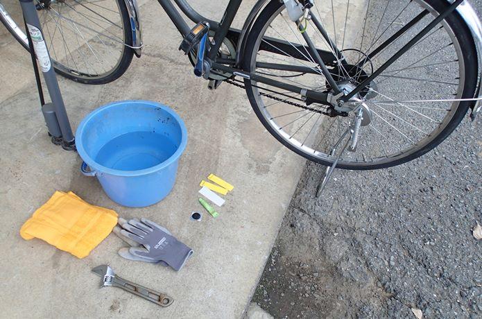 ⑤パンク修理は自転車の「左側」で行おう