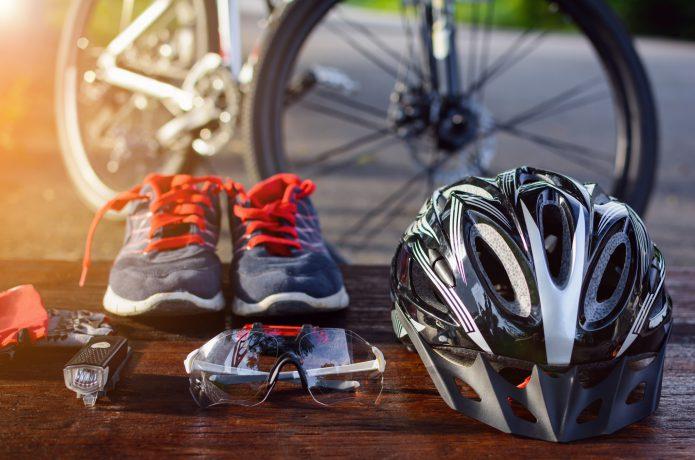 自転車で便利なアイテムを贈るのも◎