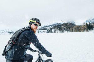 自転車の防寒対策はこれで万全!寒さ解消のアイテムを紹介