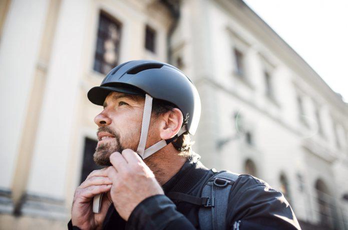 安全に乗るためにも、ヘルメットを