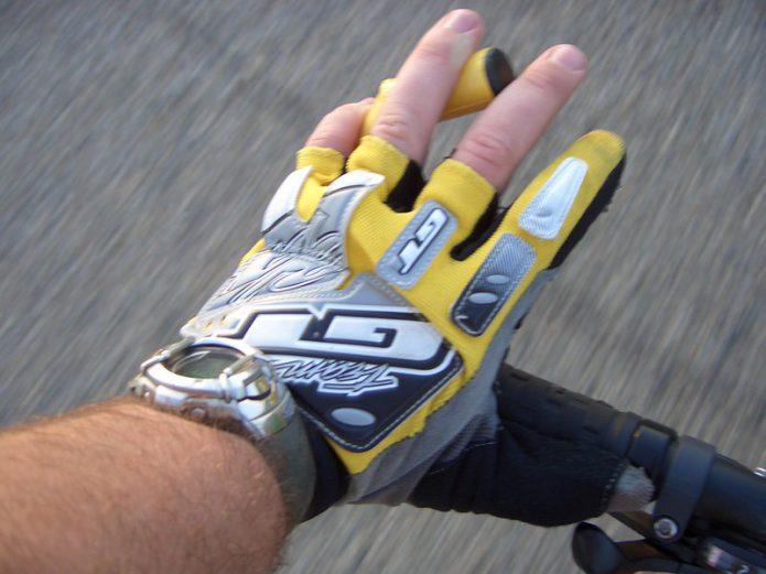 マウンテンバイク用グローブの種類と選び方