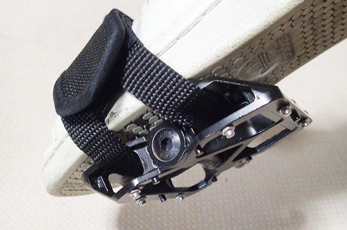 ペダルストラップを取り付けるペダルの注意点