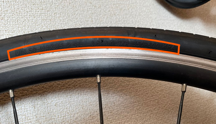 GIOSクロスバイク、700×28Cのタイヤ