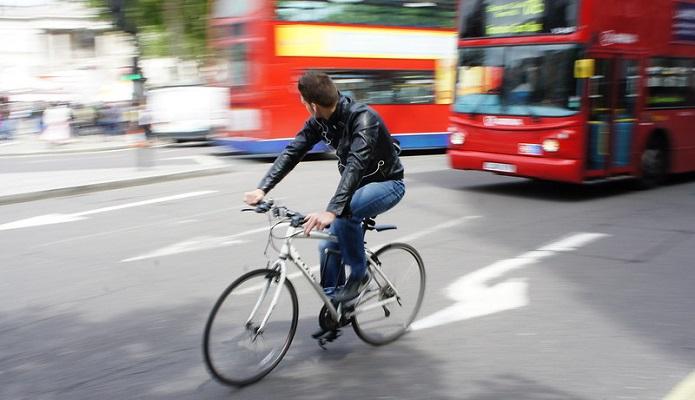 通勤通学からロングライドまで。万能なクロスバイク。