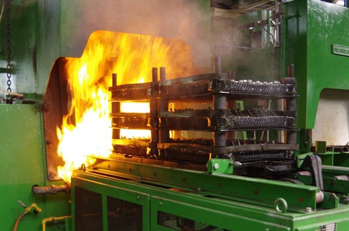 国内の自社工場でペダルを製造する三ヶ島ペタル