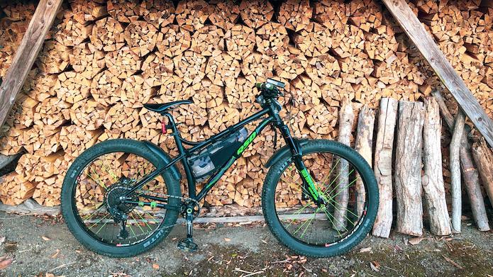 山を走る自転車キャンプならマウンテンバイク