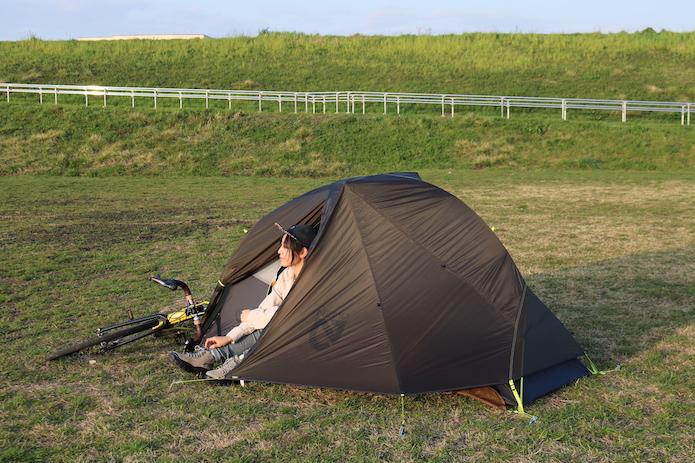 側面から見たテント