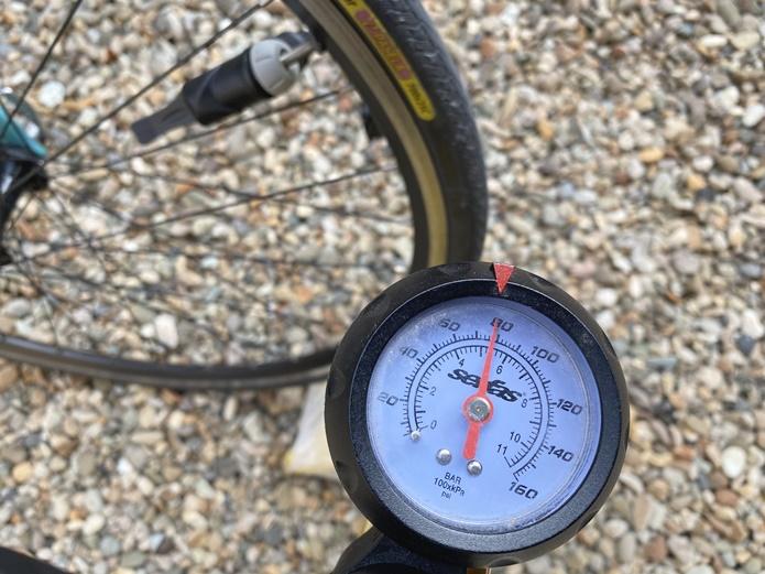 【週1回〜】タイヤの空気圧チェック