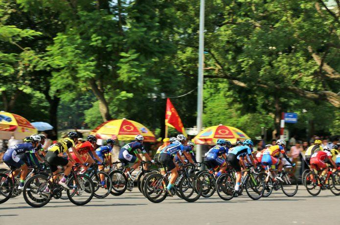 ロードレース 一般公道を走る「自転車版マラソン」