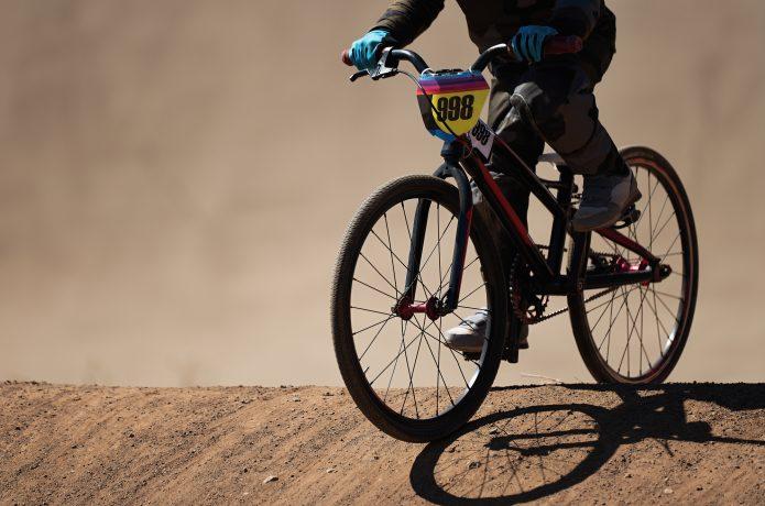 BMXレース ダートコースを走る「自転車版モトクロス」
